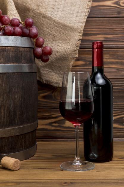 botella-copa-vino-tinto_23-2148214917